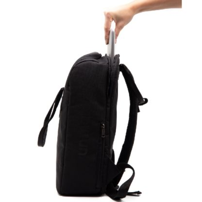 Una Mochila Matera Black laptop pockets