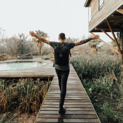 Una Mochila Matera Black by Un Mate - lifestyle photo outdoors