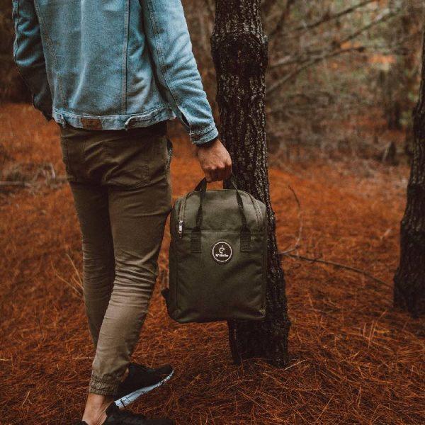 Una Mochila Matera Green - lifestyle photo outdoors